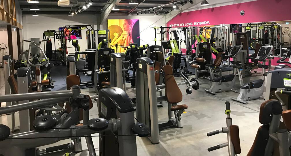 Leeres Gym - heutzutage eine Seltenheit bei zunehmender Begeisterung für Fitness